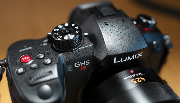 This guy's still among the best 4K mirrorless cameras